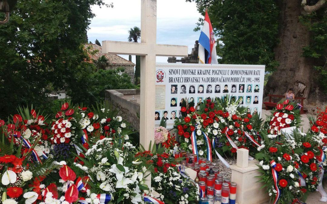 Izaslanstvo Općine odalo počast poginulim braniteljima u Trstenu